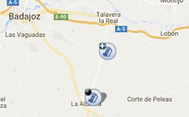 El vuelco de un camión obliga a cortar durante horas la carretera entre Alvarado y La Albuera