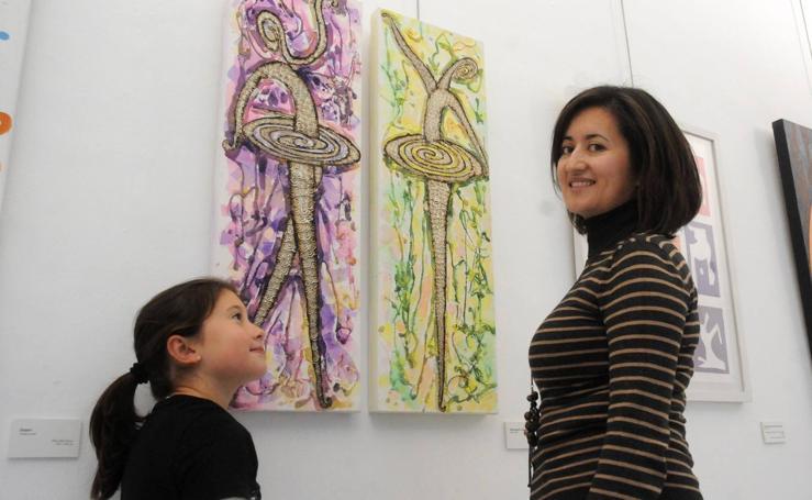 Mujeres en pie de arte