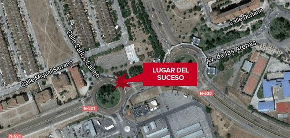 Herido con trauma torácico un varón en una salida de vía en Cáceres