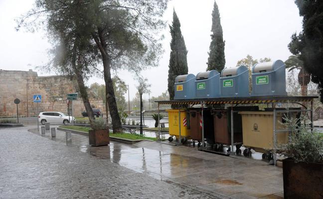 Los primeros contenedores soterrados comienzan a funcionar junto a la Alcazaba