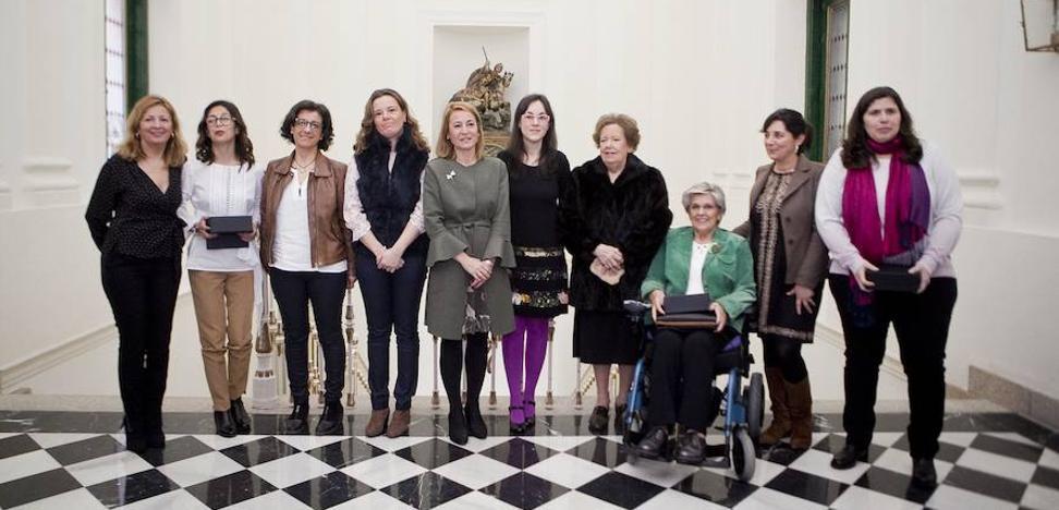 Cáceres reconoce la labor de siete mujeres que han contribuido al desarrollo de la ciudad