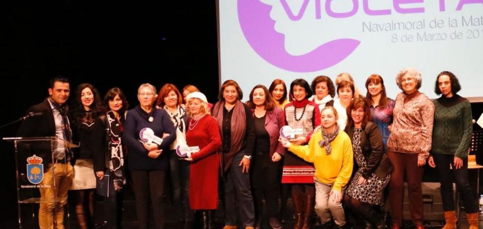 Angelines Sánchez, Engracia Muñoz, Toñi Barquilla y las trabajadoras sociales, terceros premios Violeta