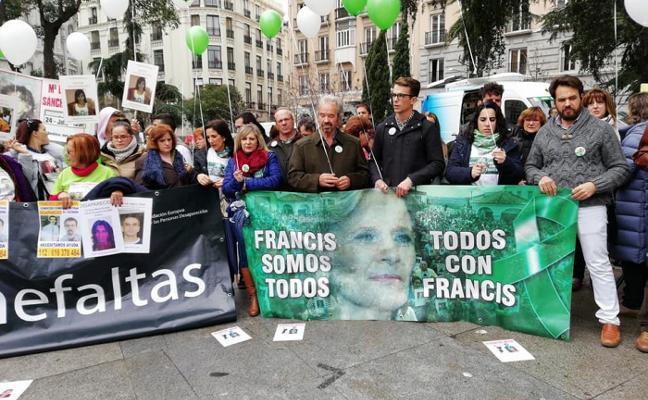 Familiares de Cadenas y Chavero se concentran en Madrid