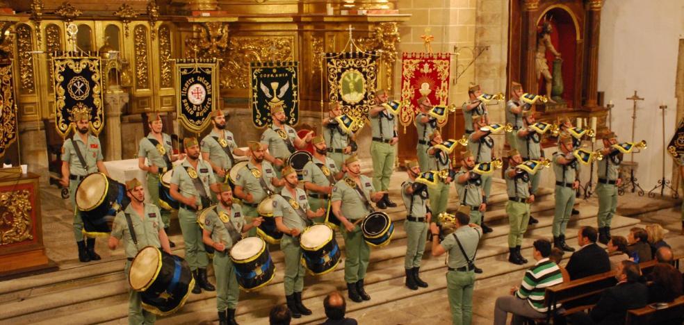 Lleno en el pregón de la Semana Santa de Trujillo con la Banda de Guerra de la Legión
