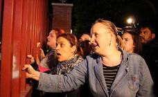 Cientos de personas se agolpan en el cuartel de la Guardia Civil para clamar venganza