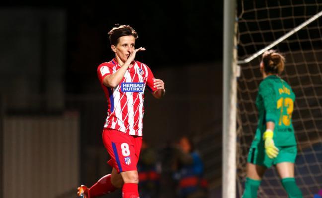 El Atlético sale líder de Barcelona