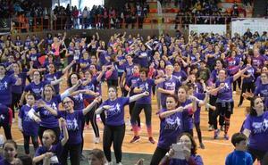 Miles de mujeres corren hasta la cima en Villanueva