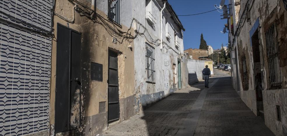 Los bomberos de Badajoz atienden al año una treintena de incendios de casas abandonadas