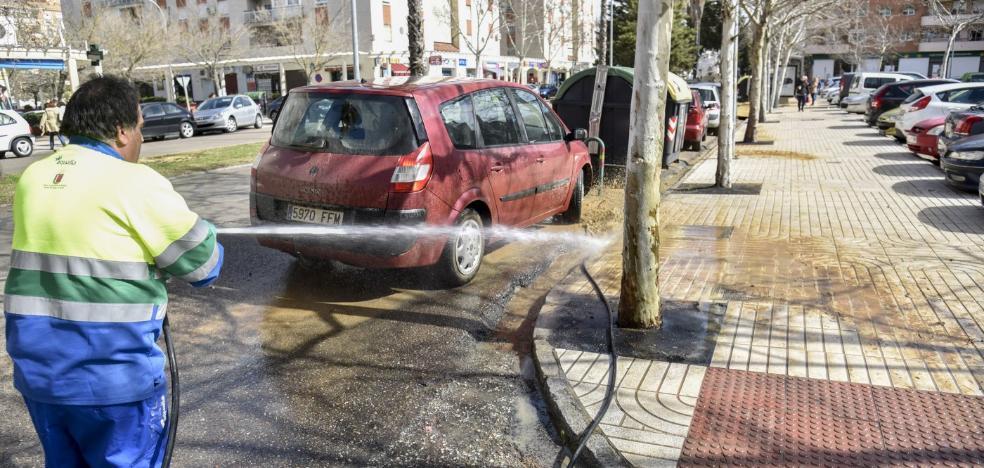 Un reventón inunda por segunda vez en diez días la avenida Alcaraz y Alenda