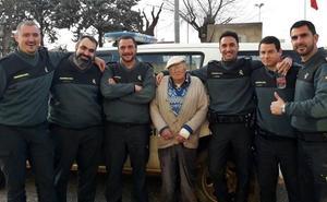 Hallan a un hombre de 93 años que se había perdido en el campo en Lobón
