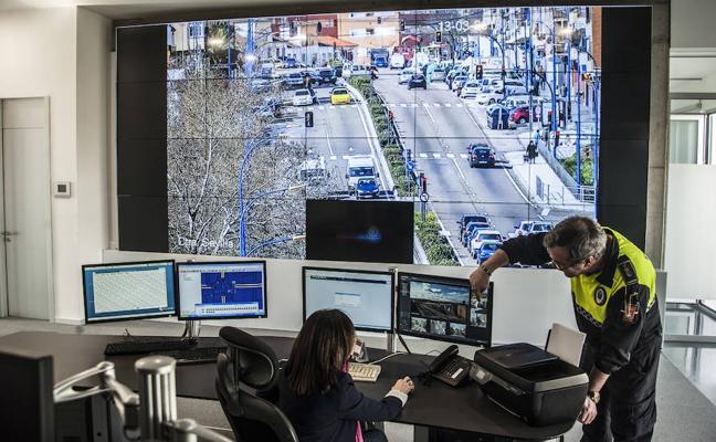 La Policía Local estrena una sala para controlar el tráfico de las 13 grandes avenidas