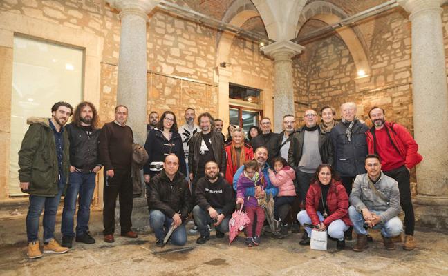 Exposición 'Sin Fronteras' en el Ateneo, con fotografías de viajes