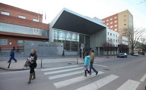 La familia de la fallecida en Cáceres al arrojarse en el hospital se querella contra el SES
