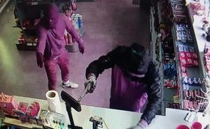 Dos encapuchados atracan a punta de pistola la gasolinera del cruce de las Herrerías