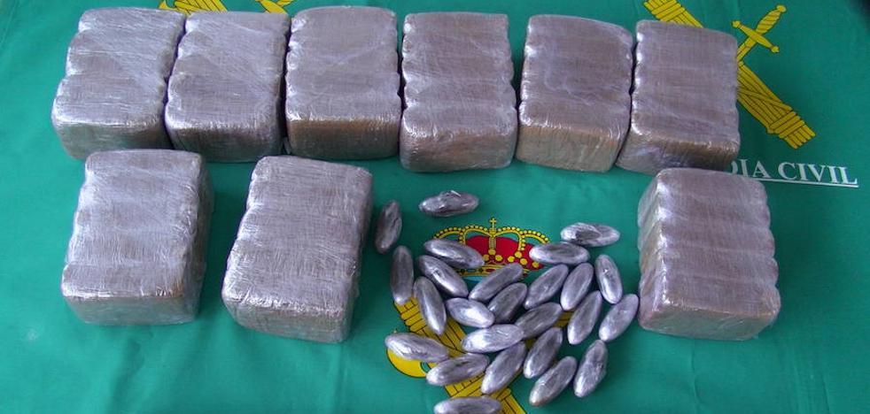 Detenidos dos jóvenes con 5 kilos de hachís cuando circulaban en un coche por la provincia de Cáceres