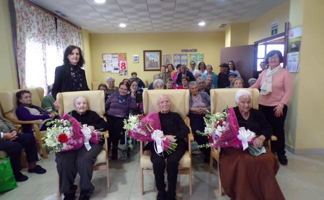 Magacela homenajea a las tres vecinas centenarias