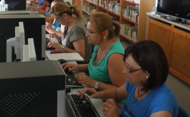 El NCC y el Centro de Mayores trabajan para evitar la brecha digital