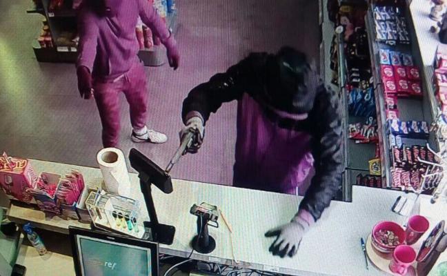 La Guardia Civil investiga el asalto de la gasolinera en el cruce de las Herrerías
