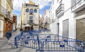 Acordonan parte de la calle Moreno Zancudo de Badajoz por el riesgo de derrumbe de dos viviendas