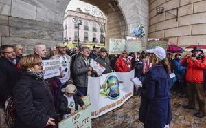Doscientos pacenses se quejan de la ineficacia de las medidas contra el camalote