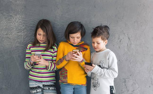 Móviles sin control entre los menores