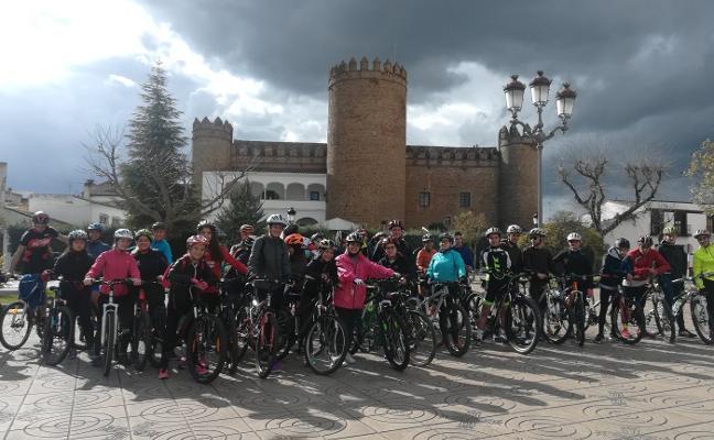 Sesenta alumnos de institutos de Zafra realizan desde hoy la XII Escuela Trashumante en bicicleta