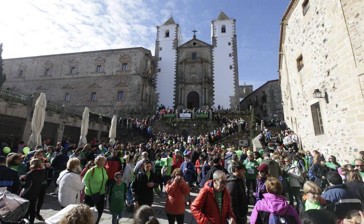 4.000 personas marchan en Cáceres contra el cáncer