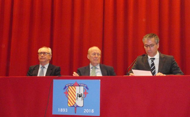 García de Cortázar analiza en el colegio San José la educación del siglo XXI