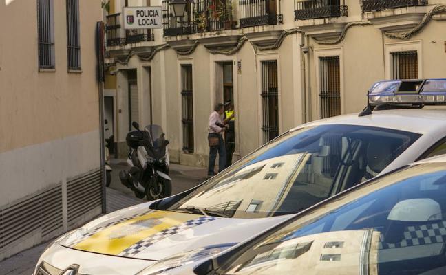 La Policía Local de Badajoz patrulla en un coche con el permiso de vida útil caducado, según el PSOE