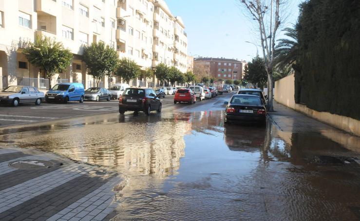 La avenida Lusitania de Mérida llena de agua