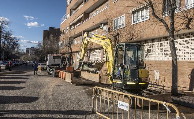 La calle Juan Simeón Vidarte de Badajoz sufre tres roturas de tuberías en tres días