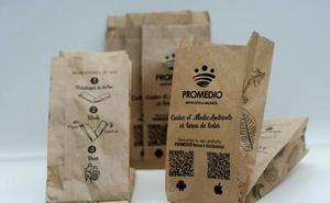 25.000 bolsas en cinco localidades de Badajoz para depositar las cáscaras de pipas en Semana Santa
