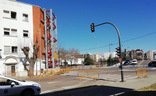 Cortan la avenida de Pardaleras de Badajoz por riesgo de derrumbe de un edificio