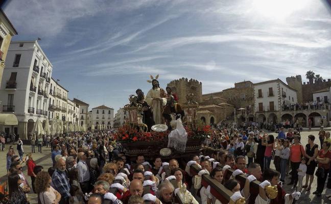 Las terrazas se retirarán en Cáceres una hora antes de las procesiones de Semana Santa