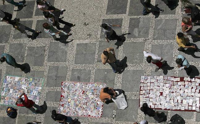 Los comerciantes rechazan la propuesta de despenalizar el 'top manta' ya que afectaría a 100.000 empleos