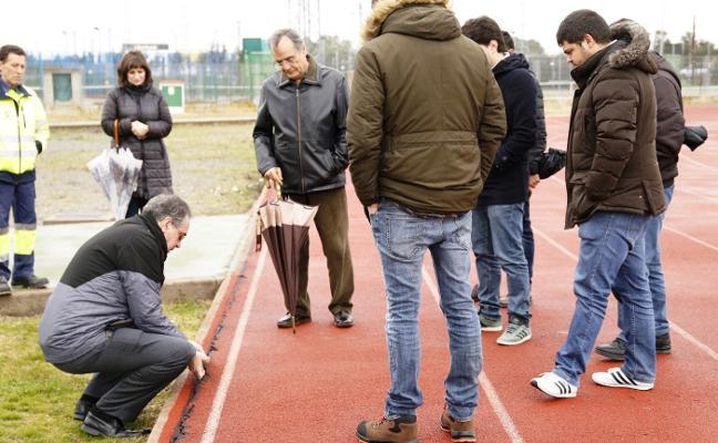 Comienza la reparación de la pista de atletismo de Navalmoral