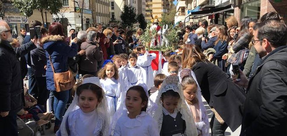 Los niños de Las Carmelitas protagonizan la primera procesión de la Semana Santa cacereña