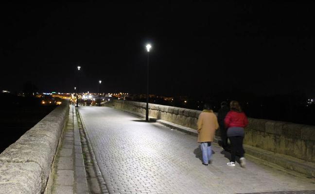 El Puente Romano de Mérida cuenta ya con nuevas luminarias de tecnología Led