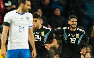 Banega y Lanzini rescatan a una Argentina inerte sin Messi