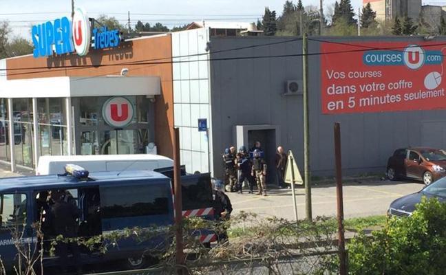 Muere el policía que se cambió por una rehén en el ataque terrorista del Estado Islámico en Francia