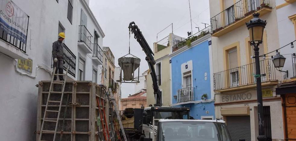 Instalan un andamio para que no se caigan los edificios de Moreno Zancudo