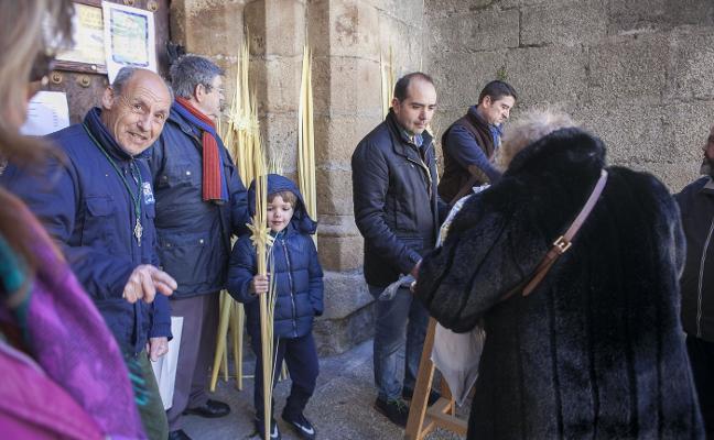 Cuatro procesiones protagonizan un Domingo de Ramos sin precedentes
