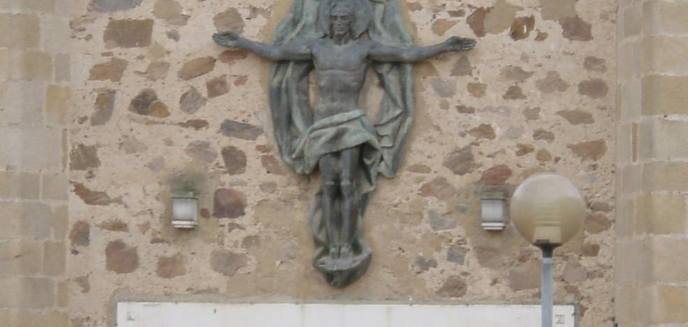 La Iglesia retirará los restos franquistas de sus edificios en la provincia de Badajoz
