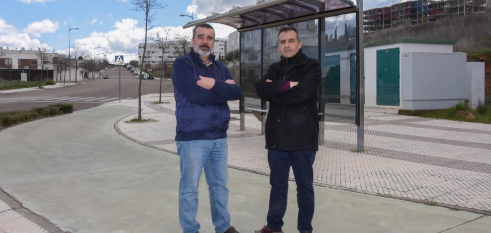 La Pilara pide una ruta de autobús directa al centro y una acera hasta San Roque