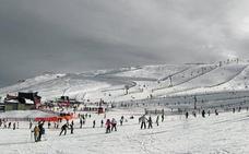 El programa de esquí para escolares cacereños se reanuda el martes