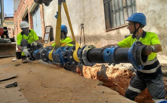 34 pueblos de la provincia de Badajoz renuevan las tuberías de agua para reducir las fugas