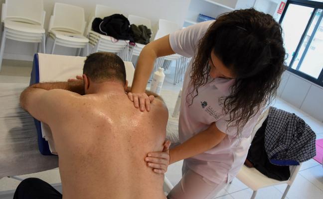 El Centro de Atención al Costalero trabaja en la prevención de lesiones