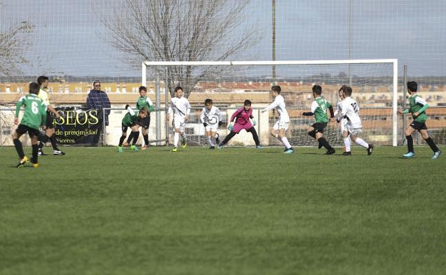 Nuevo Cáceres y Sevilla vencen en el torneo de alevines de Cáceres
