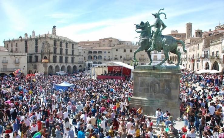 Miles de personas celebran el 'Chíviri' en Trujillo