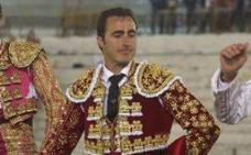 El Fandi y Romero, a hombros en Almería pese a los descastados fuenteymbros